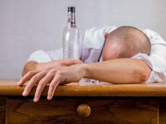 Alkohol - Michal Jarmoluk (pixabay)