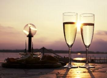 aperitif - zwei gläser sekt