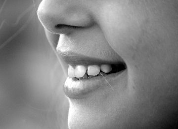 Nase Lächeln