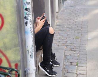 smartphone-maedchen